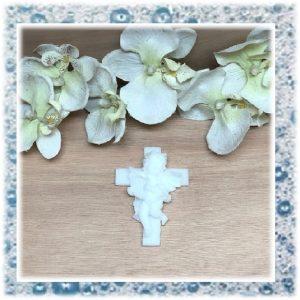 Groot kruis met engeltje en harp