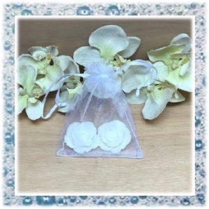 huwelijkbedankjes van zeep 2 roosjes